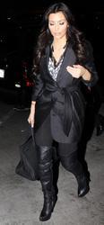 [IMG]http://img155.imagevenue.com/loc16/th_38864_Kim_Kardashian_750_122_16lo.jpg[/IMG]