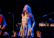 http://img155.imagevenue.com/loc513/th_47448_Emily_Osment_performs_live_at_the_House_of_Blues4_122_513lo.jpg