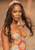 Naomi Campbell She's supposed to be a huge fan of Brazil and doesn't miss Carnaval. Last year she admitted her desire to parade... Here she is: Foto 185 (Наоми Кэмбэлл Она должна быть большой поклонник Бразилии и не пропустите карнавал.  Фото 185)