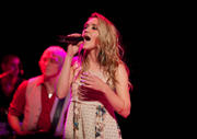http://img155.imagevenue.com/loc532/th_47138_Emily_Osment_performs_live_at_the_House_of_Blues1_122_532lo.jpg