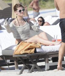 http://img155.imagevenue.com/loc544/th_312416975_Mischa_Barton_Bikini_Candids_on_the_Beach_in_Miami_December_27_2011_184_122_544lo.jpg