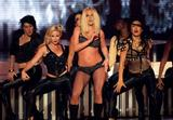 http://img155.imagevenue.com/loc801/th_91274_celeb-city.eu_Britney_Spears_2007_MTV_Video_Music_Awards_Show_24_122_801lo.jpg