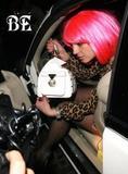 Nuevas fotos de Britney en el Peninsula Hotel (22 diciembre) Th_83015_normal_67_122_937lo